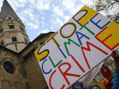 Marcha bajo el lema 'Protege el clima'.