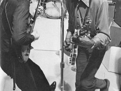 John Lennon, izquierda, y Chuck Berry.