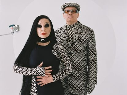Alaska y Nacho Canut, o sea, Fangoria, vestidos de Mariene Serre para ICON (realización: Nono Vázquez)