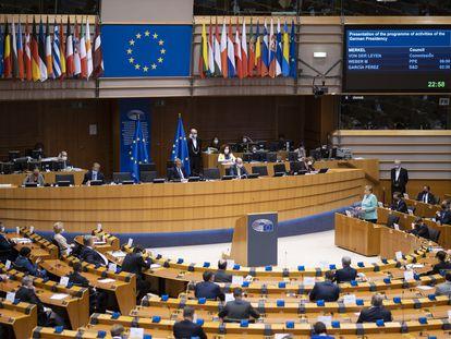La canciller alemana, Angela Merkel, durante su visita al Parlamento Europeo en julio.