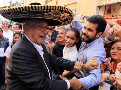 López Obrador en un mitin en León, Guanajuato.