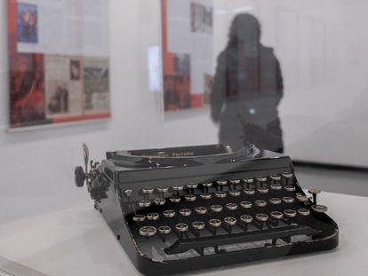 Parte de la muestra 'Cuadernos y lugares', que rinde homenaje a Manuel Chaves Nogales, inaugurada ayer en Sevilla.