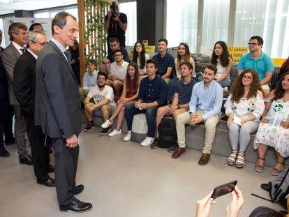 El ministro de Ciencia, Innovación y Universidades, Pedro Duque, durante una visita a la Universidad de Málaga (UMA).