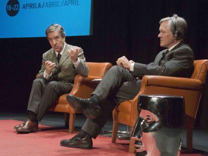 Iñaki Gabilondo y Bill Keller conversan sobre el periodismo, ayer en Bilbao
