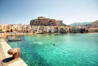 Cefalú, la idílica localidad costera de la costa norte de Sicilia donde Aleister Crowley construyó una abadía thelemita y de la que acabó siendo expulsado.