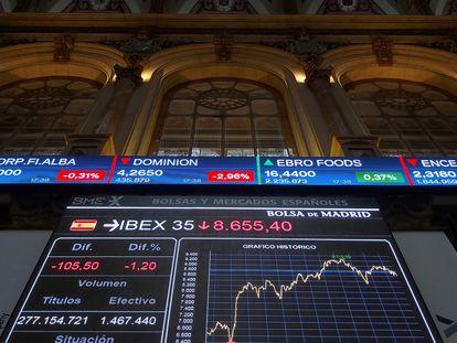 La Bolsa española bajó hoy el 1,2 %, perjudicada por la caída de la banca y de los mercados internacionales por el temor de los inversores a la quiebra de la inmobiliaria china Evergrande.