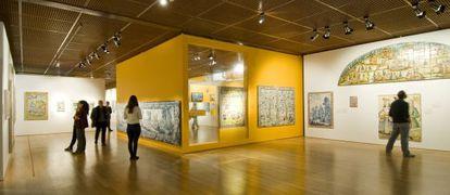 Una de las salas de la muestra 'El brillo de las ciudades. La ruta del azulejo', en la Fundación Calouste Gulbenkian de Lisboa.