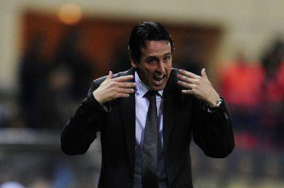 Emery gesticula durante el partido ante el Atlético de Madrid