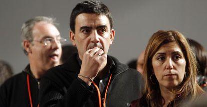 Juan Pablo Durán, Mario Jiménez y Susana Díaz, ayer en el congreso.