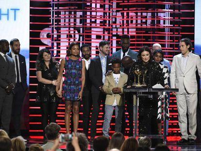 El elenco de  Moonlight durante la entrega de los premios.