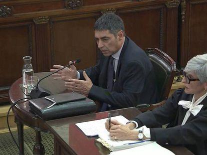 Declaración de Josep Lluís Trapero, jefe de los Mossos d'Esquadra durante el 1-O, y su abogada, Olga Tubau, en el Tribunal Supremo el pasado marzo. En vídeo, los momentos más destacados de su declaración.