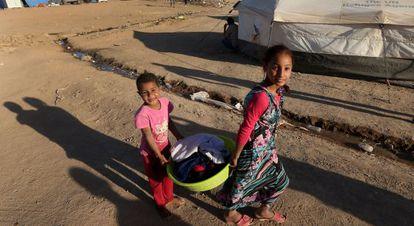 Refugiados iraquíes que huyeron de Mosul.