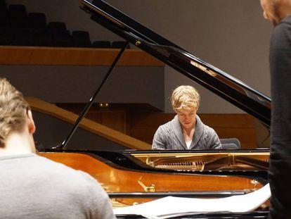 Los hermanos Hussen, en el ensayo de la OSG para los conciertos del fin de semana.