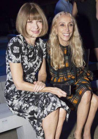 Anna Wintour y Franca Sozzani, en un desfile de Versace en Milán en 2015.