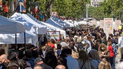 Aspecto de la festividad de Sant Jordi, el pasado 23 de abril, en Barcelona.