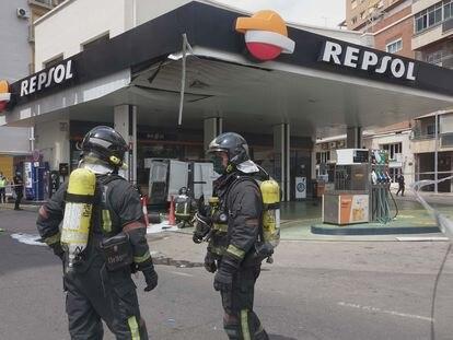 Deflagración en una gasolinera situada en la plaza de España de Cartagena.