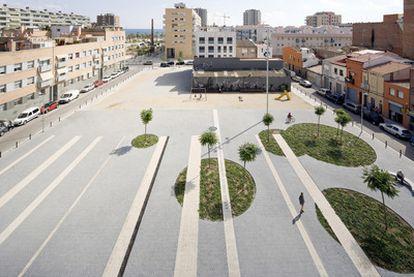 Panorámica de la plaza Ovidi Montllor de Badalona.