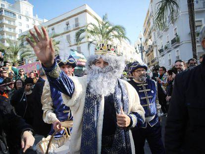Alejandro Sanz, disfrazado de Rey Mago en Cádiz