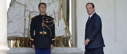 El presidente francés, Francois Hollande, entra en el palacio del Elíseo el miércoles.
