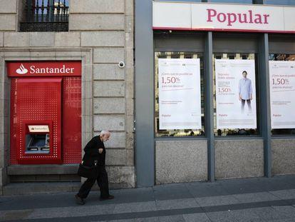 Dos sucursales del Banco Santander y del Banco Popular en Madrid