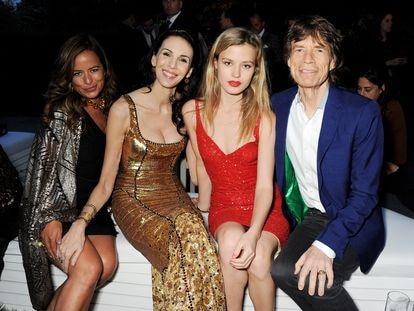 Desde la izquierda: Jade Jagger, L'Wren Scott (fallecida en 2014), Georgia May Jagger y Mick Jagger, en Londres en 2013.