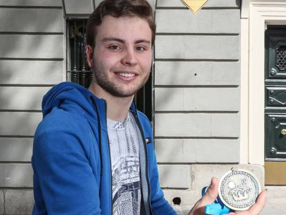 Pablo Soto, con su medalla de ganador.
