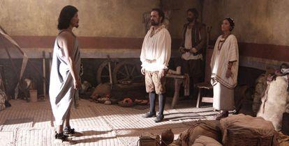 De izquierda a derecha: Moctezuma, Hernán Cortés y Malinche en una escena del documental.