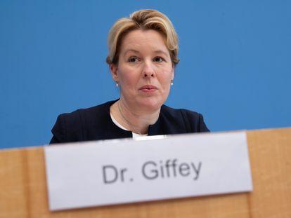 La ministra alemana de Familia, Mayores, Mujer y Juventud, Franziska Giffey, en una rueda de prensa en Berlín, el 13 de noviembre de 2020.