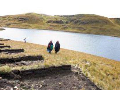Esta medida preventiva para mitigar el impacto ambiental en las lagunas Huacrococha y Huascacocha comenzó el viernes pasado, día en que la OEFA había ordenado la paralización de estas actividades. EFE/Archivo