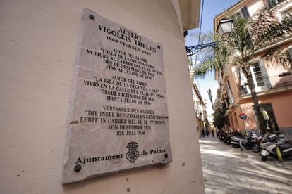 Placa en recuerdo del escritor renano Albert Vigoleis Thelen, en Palma.