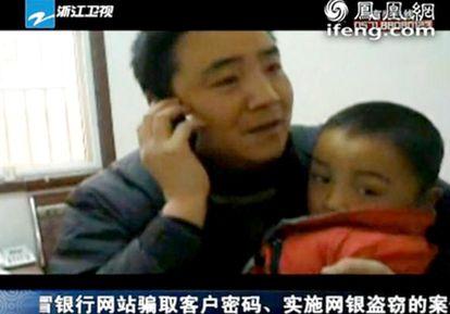 Peng Gaofeng encontró gracias a las redes sociales a su hijo de seis años, que llevaba desaparecido desde 2008