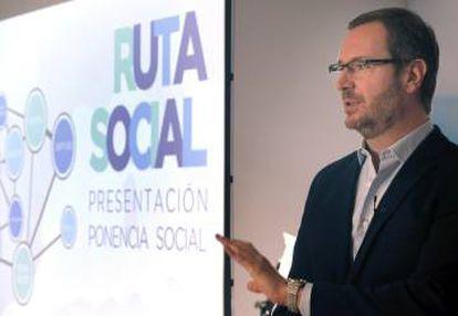 Javier Maroto presenta el texto de la ponencia que se debatirá en el congreso del PP.