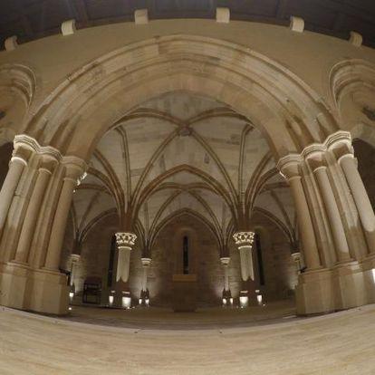 Interior de la iglesia del convento de Santa María de Óvila, en la comunidad de New Clairvaux (California).