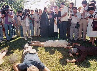 Los cuerpos de los asesinados en la masacre, en 1989.