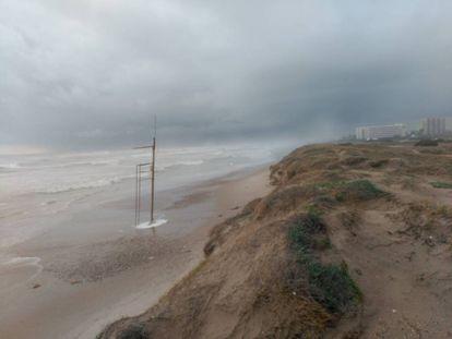 Una de las playas del sur de Valencia, prácticamente desaparecida, por los efectos de uno de los temporales de los últimos cinco años.