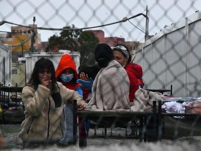 Menores en los albergues de Piniers en Ceuta, el pasado 20 de mayo.