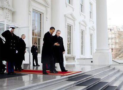 El presidente saliente, George W. Bush, y el nuevo mandatario, Barack Obama, a su salida de la Casa Blanca en dirección a la ceremonia de investidura