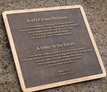 'Una carta al futuro', la placa en recuerdo del glaciar Ok. Pulse en la foto para ampliarla.