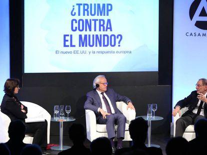 Ana Carbajosa, Martin Indyk (c) y Javier Solana, durante el acto celebrado este viernes en Casa América.
