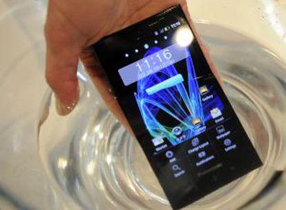 El móvil Eluga, de Panasonic, que resiste el agua y el polvo.