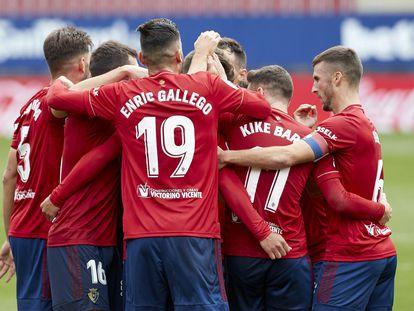 Los jugadores de Osasuna celebran un gol en El Sadar durante un partido de esta temporada.