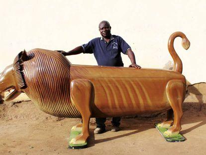 Un fotograma del documental 'Paa Joe and the lion'.