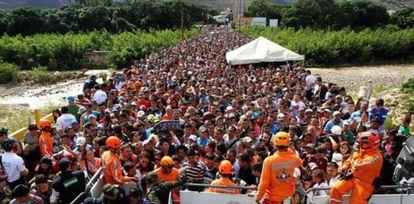 Miles de venezolanos cruzaban la frontera hacia Colombia, en julio del año pasado.
