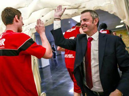 Porfirio Fisac celebra el pase a semifinales de su equipo