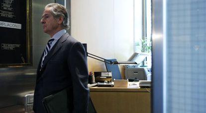 El expresidente de Caja Madrid, Miguel Blesa, durante su comparecencia en la Comisión de Economía del Congreso a petición de la subcomisión que investiga la crisis de las cajas.
