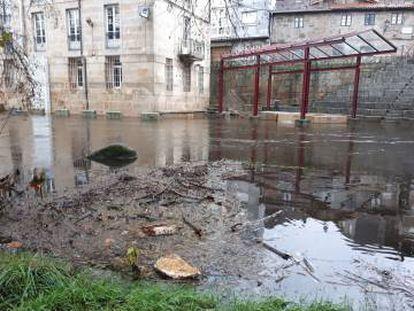 El río Arnoia a su paso por la localidad de Baños de Molgas (Ourense), el jueves pasado.