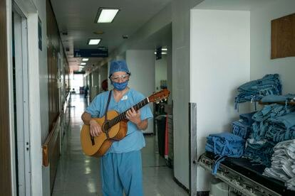 La musicoterapia ha sido una herramienta para tranquilizar a pacientes y personal médico del Hospital Juárez.