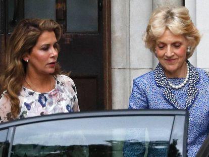 La princesa Haya, con su abogada Fiona Shackleton al salir de la segunda jornada del juicio.