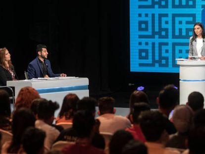 Un momento del debate celebrado en Túnez por la ONG Munathara.
