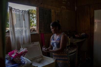 Una mujer en Ocupação Esperança, en Osasco (Brasil).